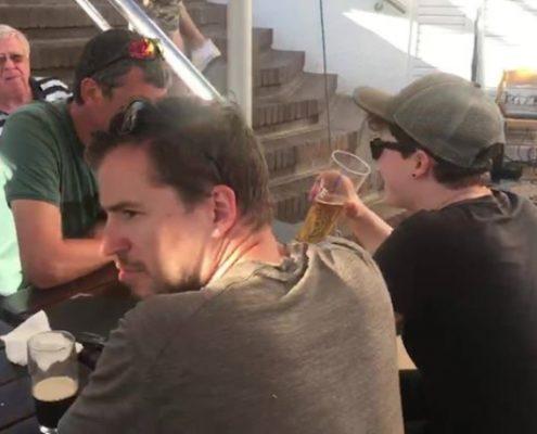 Wir lassen den gelungenen Flugtag in Kapstadt bei live Musik, Essen und Trinken ausklingen